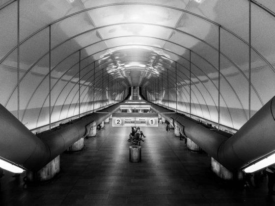 Praha, metro - Petr Hervíř Fotograf Praha - focení portréty, akty, svatby