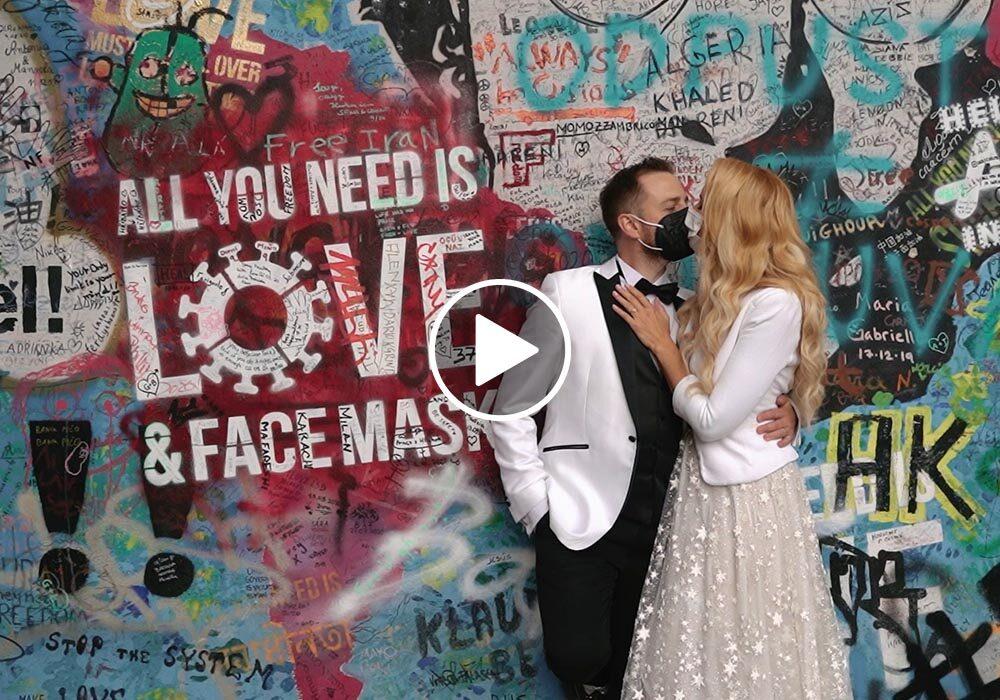 Svatba v Praze v době coronaviru - prázdná Praha a roušky